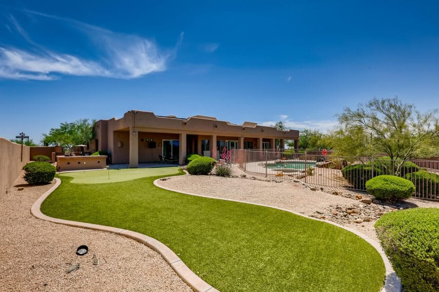 An exterior photo of Fountain Hills Recovery's residential treatment facility in Scottsdale, Arizona.